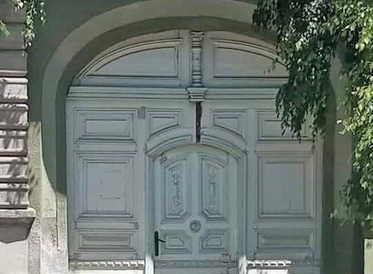 vrata-s-dusom